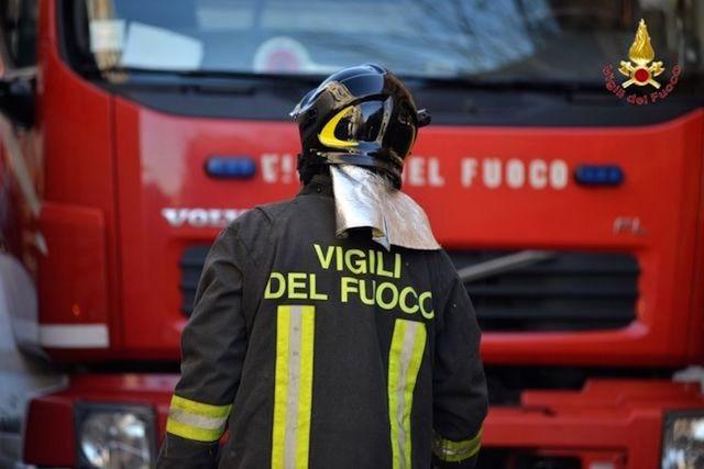 I vigili del fuoco di Edolo mandano in pensione radio e telefonate. Per mobilitare i soccorsi c'è una app