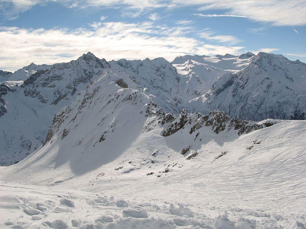 Attesa una perturbazione che porterà neve in quota. Nel frattempo aprono nuove piste al Tonale