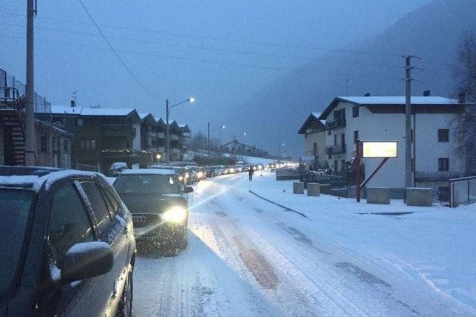 """Traffico festivo in alta Valle, Rizzi: """"Non si possono costringere a code estenuanti i turisti"""""""