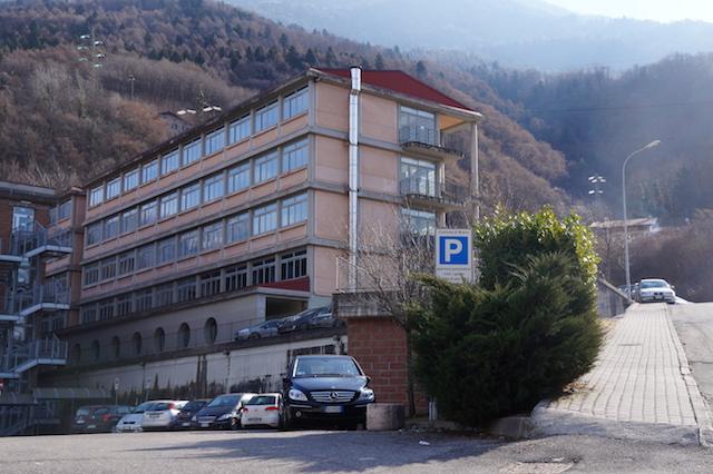 Dalla fabbrica alla scuola: Forge Monchieri dona uno spettrometro all'Ispsia di Breno