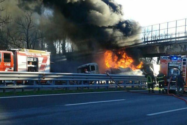 Scontro sulla A21, sei le vittime. Autostrada chiusa