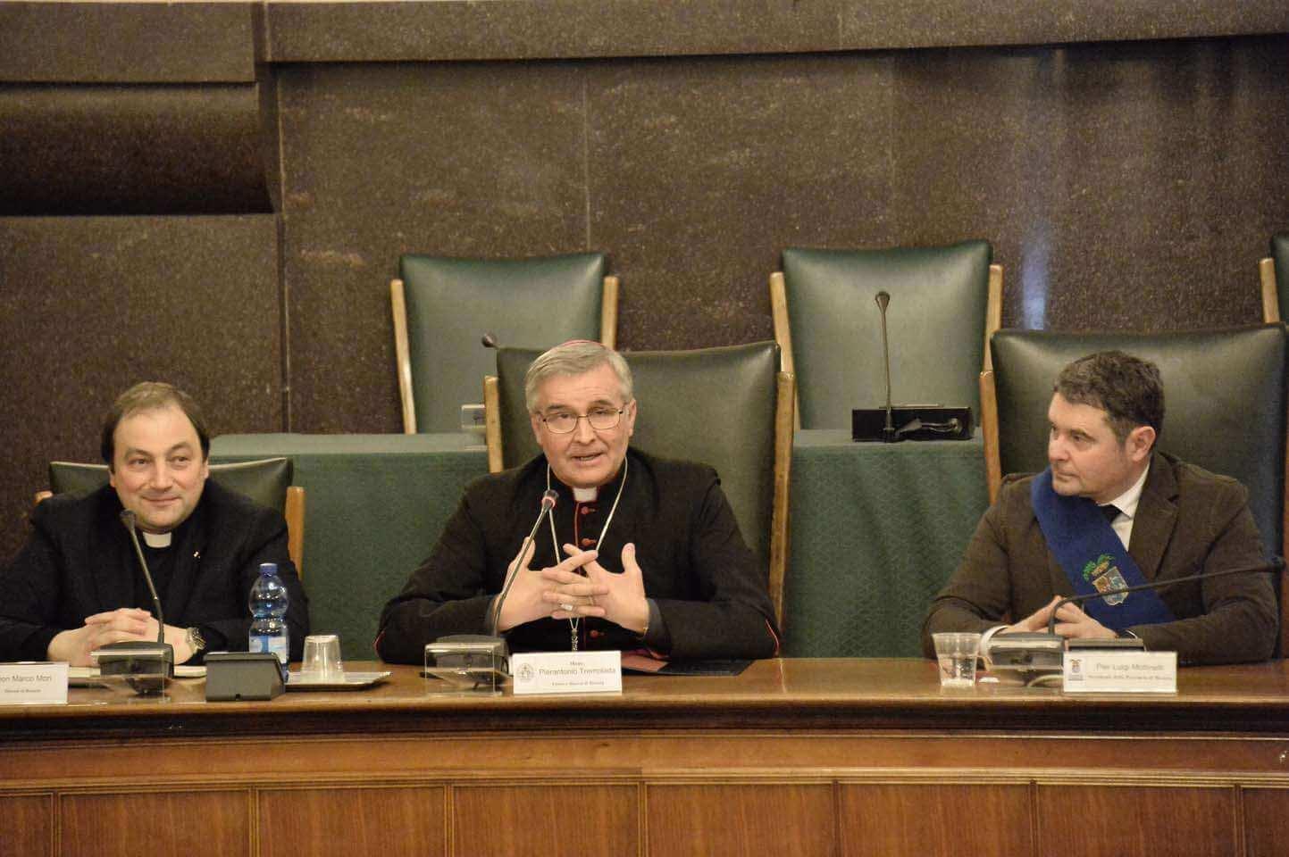 Mons. Tremolada in Broletto: la priorità sono i giovani