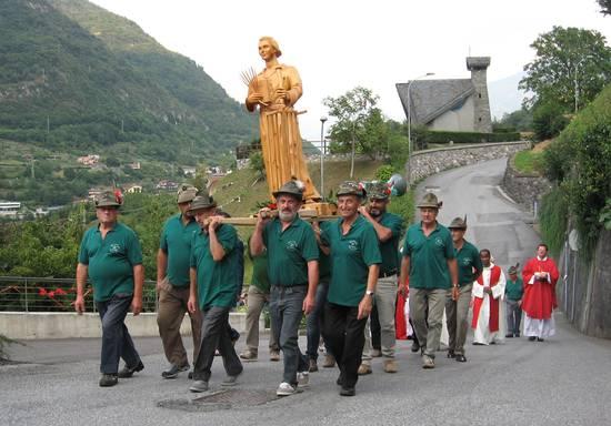 Pasquetta: ad Angolo Terme salta la tradizionale cerimonia degli alpini. A Bienno le penne nere festeggiano i 100 anni