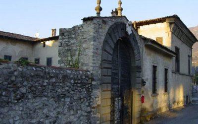 Sale Marasino, cadono tegole da Palazzo Martinengo