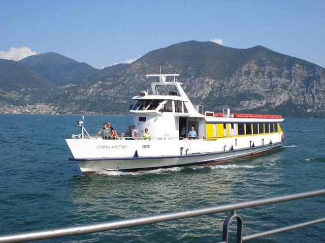 Controlli sulla motonave, la replica della Navigazione Lago d'Iseo