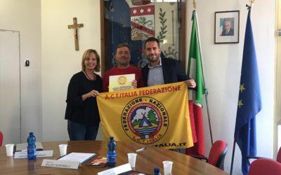 Costa Volpino riceve la Bandiera Gialla per l'area camper