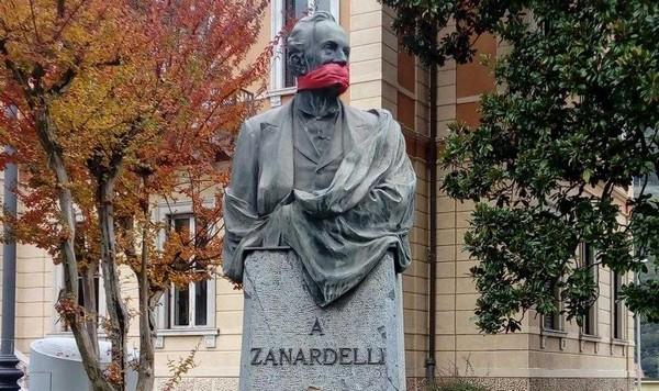 """Monumenti """"imbavagliati"""" a Breno e Pisogne: la protesta di Casa Pound"""