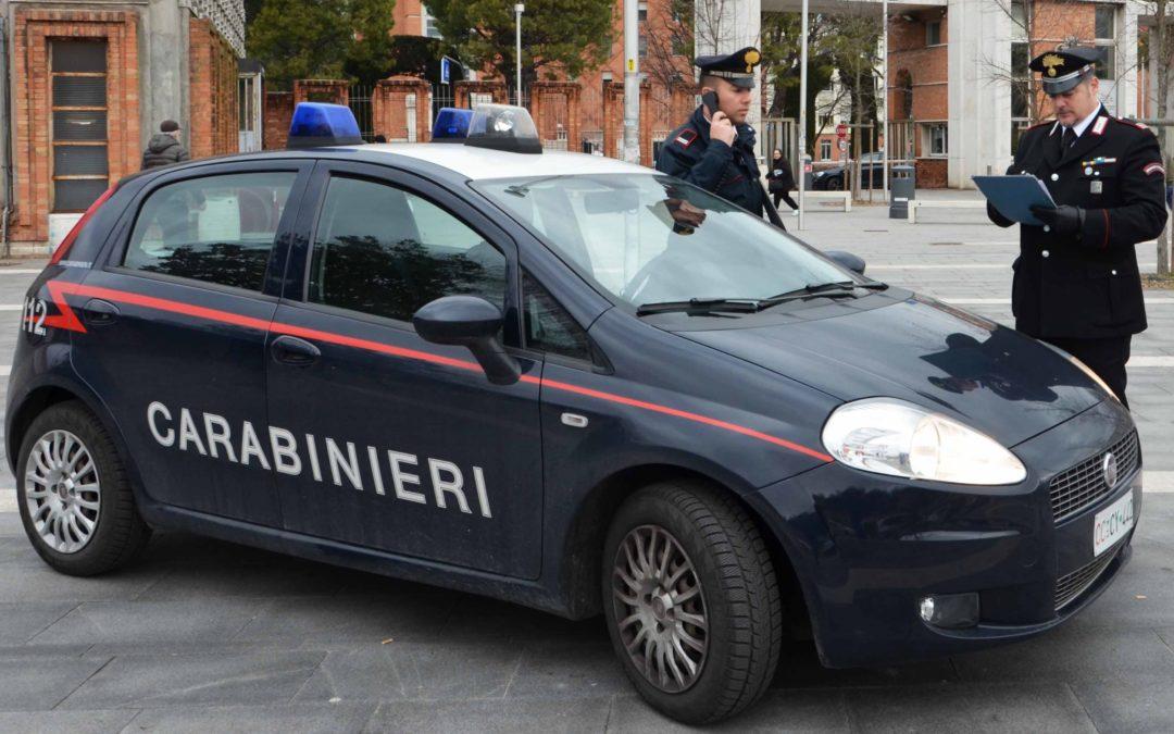 Maltratta la moglie e parte: al ritorno lo aspettano i carabinieri
