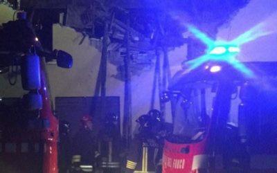 Sulzano, crolla il tetto dell'albergo Aquila: nessun ferito
