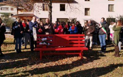 Capo di Ponte ha la sua panchina rossa, realizzata dai ragazzi del CFP Marcolini