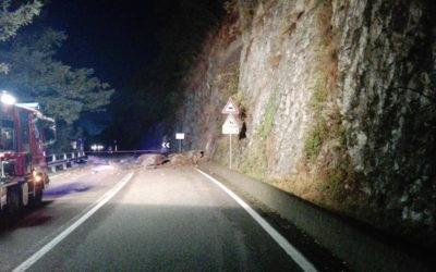 Maltempo, massi sulla SS 39 ed un albero caduto a Cevo