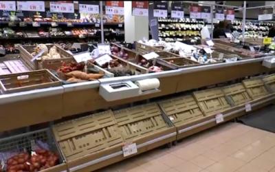 Effetto panico: scaffali dei supermercati svuotati anche in Valle