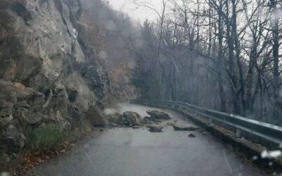 Malonno, dissesto e rocce sulla strada per Loritto