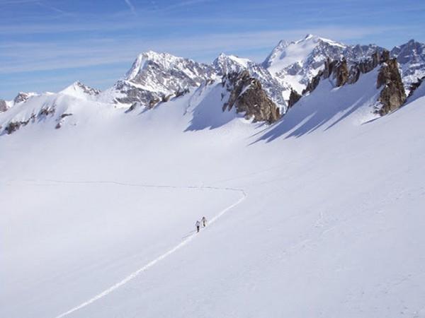 Sanzionati scialpinisti in quota, posti di blocco sulle strade