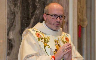 Don Simone: la parrocchia di Malonno prosegue la sua attività anche grazie ai social