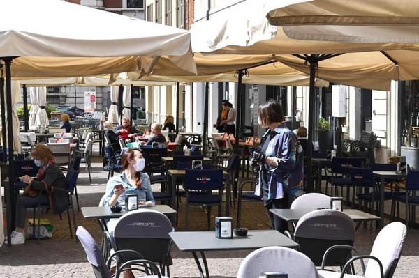 Zone gialle confermate da lunedì; ristoranti aperti anche di sera (ma all'aperto), in Valle tornano i plateatici gratis