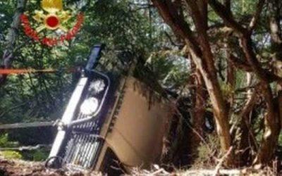 Grevo: fuoristrada si ribalta sulla strada per la cascina, interviene l'elisoccorso