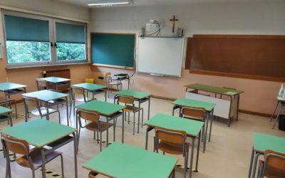 Seconde e terze medie tornano in presenza, resta il nodo trasporti per far rientrare in classe anche le superiori