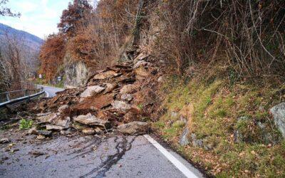 Frana a Corteno, chiusa la statale 39 per l'Aprica