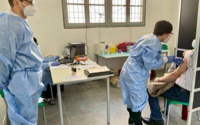 Un'equipe dell'Asst Franciacorta raggiunge Montisola e vaccina tutti i residenti over 80