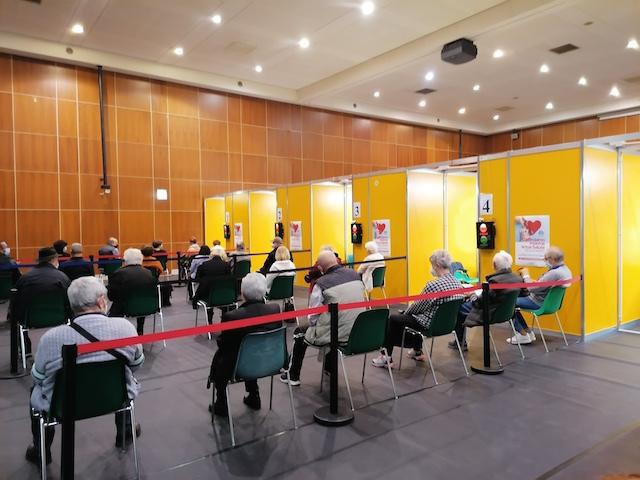 Campagna vaccinale in Vallecamonica: 67.700 i camuni immunizzati, al via terza dose e test salivari sugli studenti