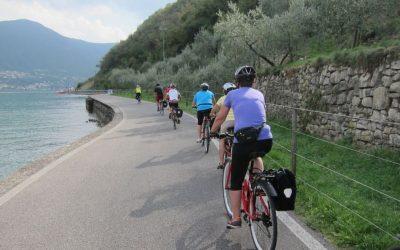 Monte Isola vieta lo sbarco di bici e monopattini per tutto agosto: la reazione di ambientalisti e operatori