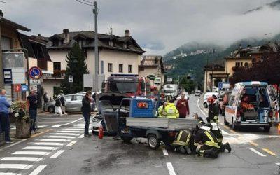 Frontale in via Roma a Temù, ferito il conducente dell'Ape car